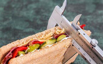 カロリー量や毎日何を食べているか