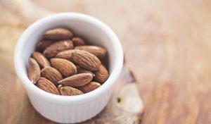ナッツと体重減量や病気の研究