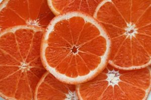 グレープフルーツを手できれいに食べる方法