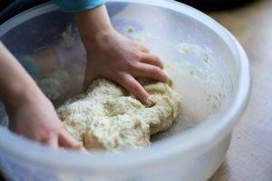 新型コロナ 子供とご飯作りや手作りパンでストレス発散!
